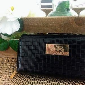 Black Hold Coach Wallet Vintage Design Details